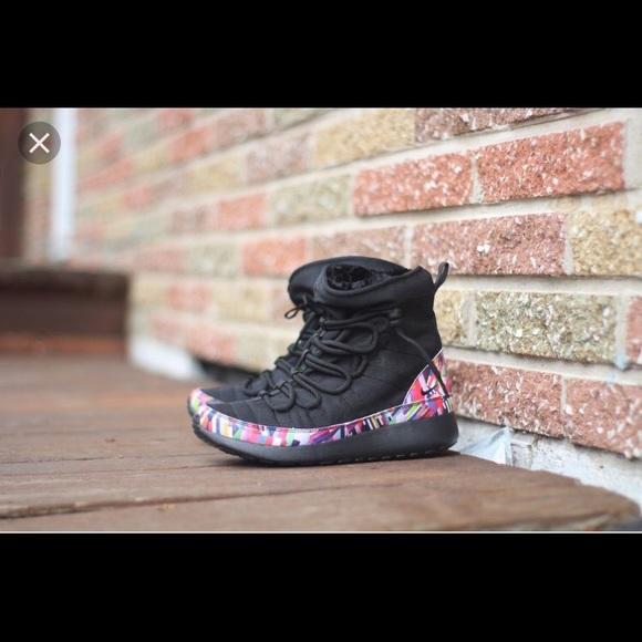 a58ba8bbdf824 Nike Roshe One hi print sneakers